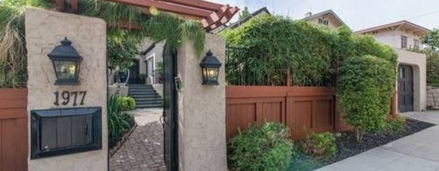 Inspiring Front Yard Fence Design Ideas 12
