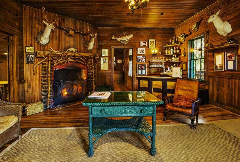 Stunning Lodge Living Room Decor Ideas 10