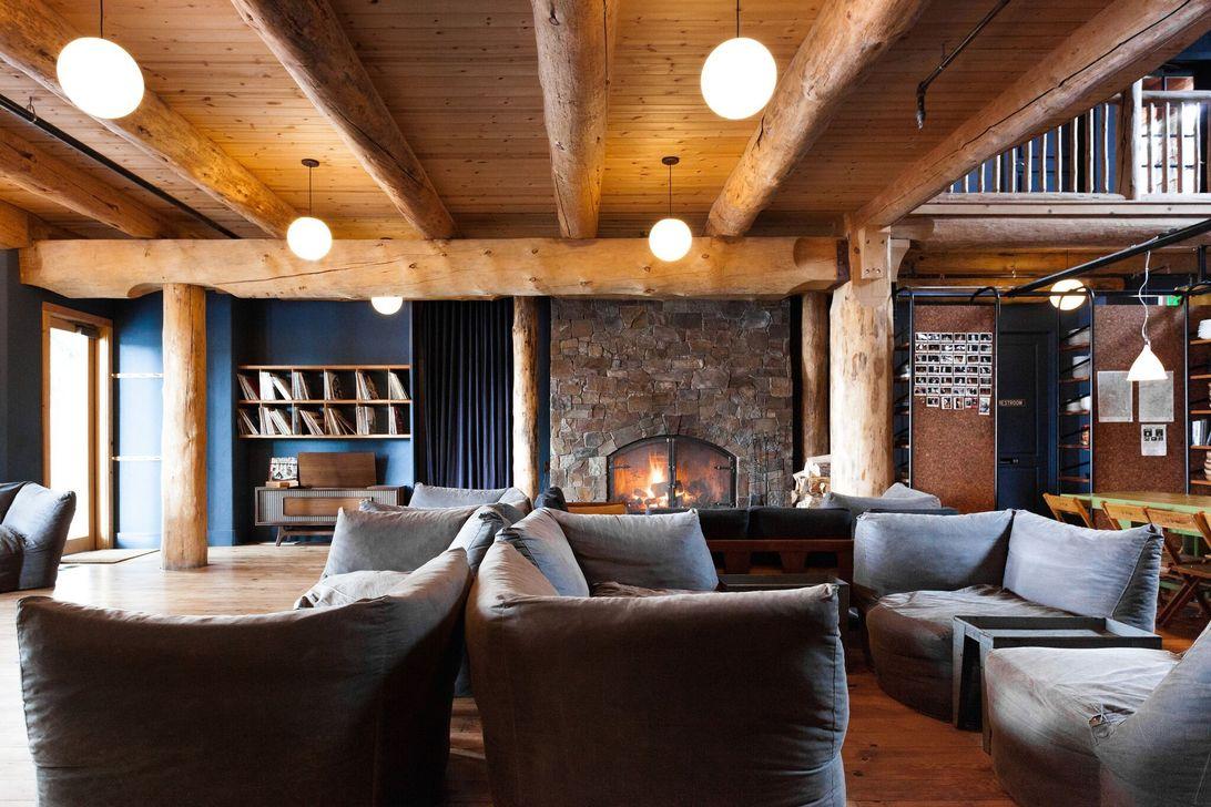 Stunning Lodge Living Room Decor Ideas 18