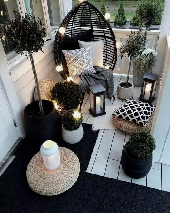 Awesome Apartment Balcony Decorating Ideas 34