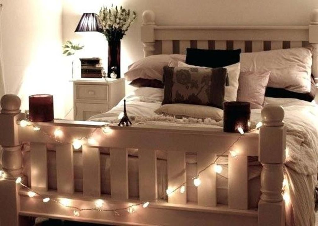 Stunning Christmas Lights Decoration Ideas In The Bedroom 31