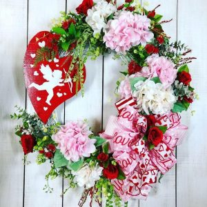 Fabulous Valentine Wreath Design Ideas FOr Your Front Door Decor 23