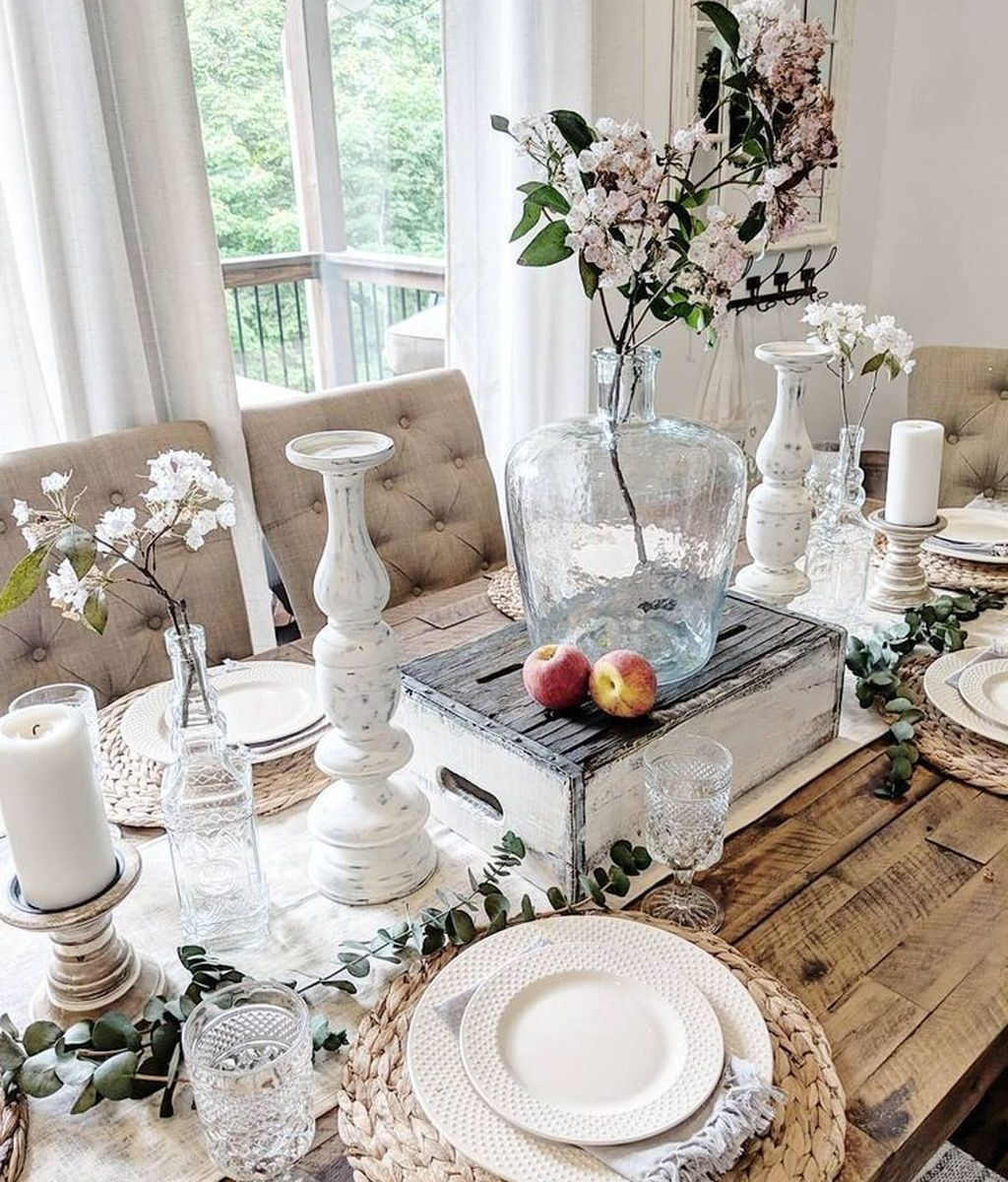 Gorgeous Spring Centerpieces Ideas For Dining Room Decor 01