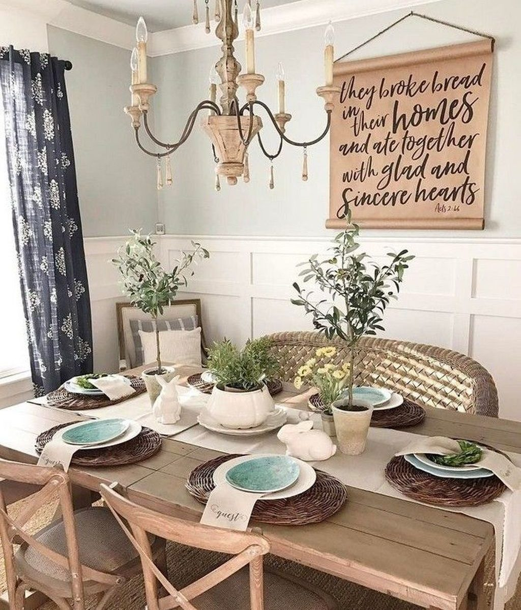 Gorgeous Spring Centerpieces Ideas For Dining Room Decor 23