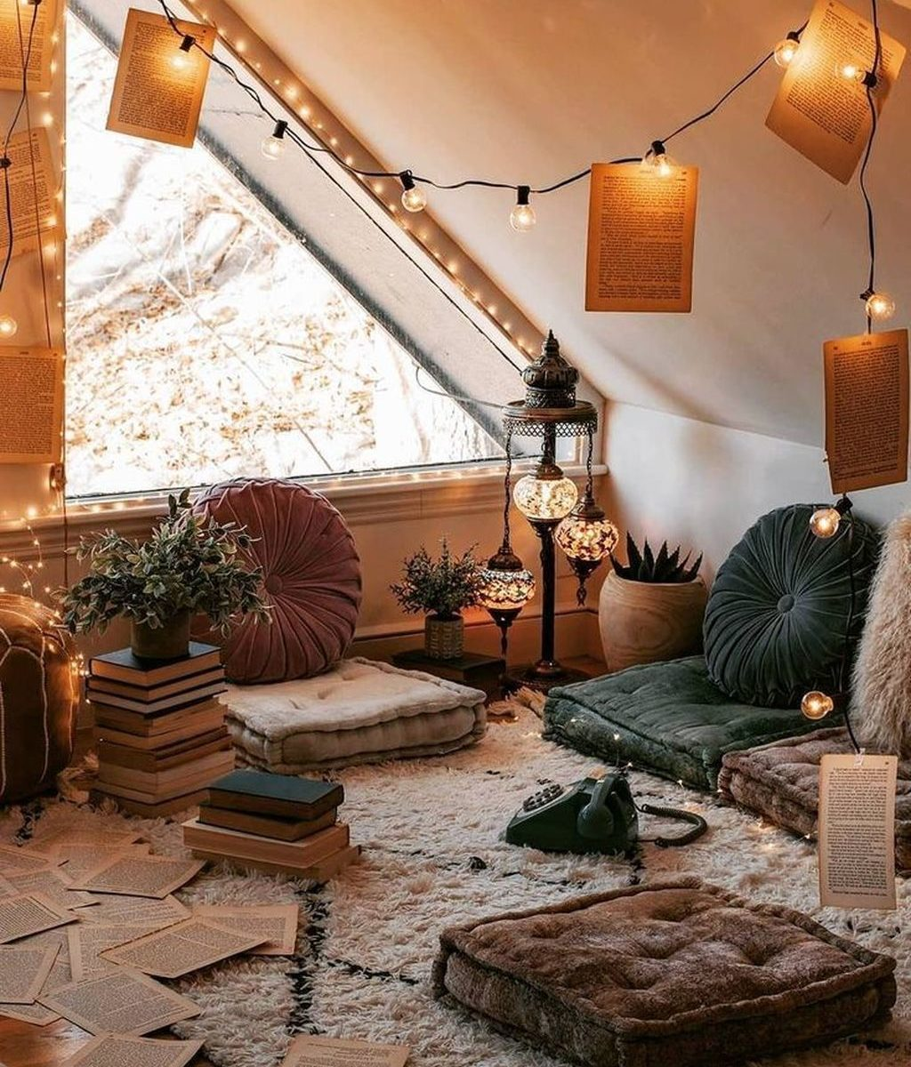 Awesome Attic Bedroom Decorating Ideas You Will Love 22