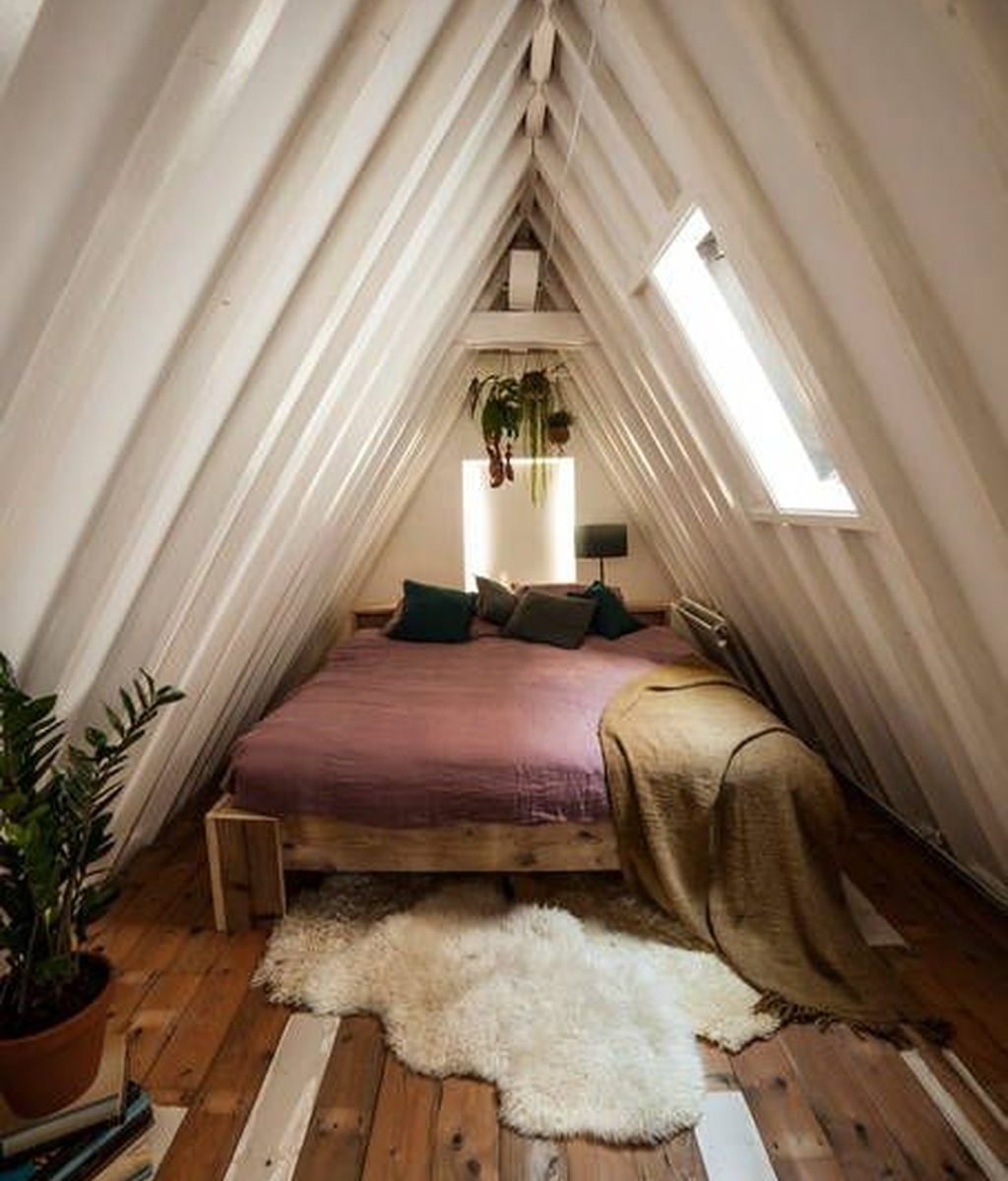 Awesome Attic Bedroom Decorating Ideas You Will Love 28