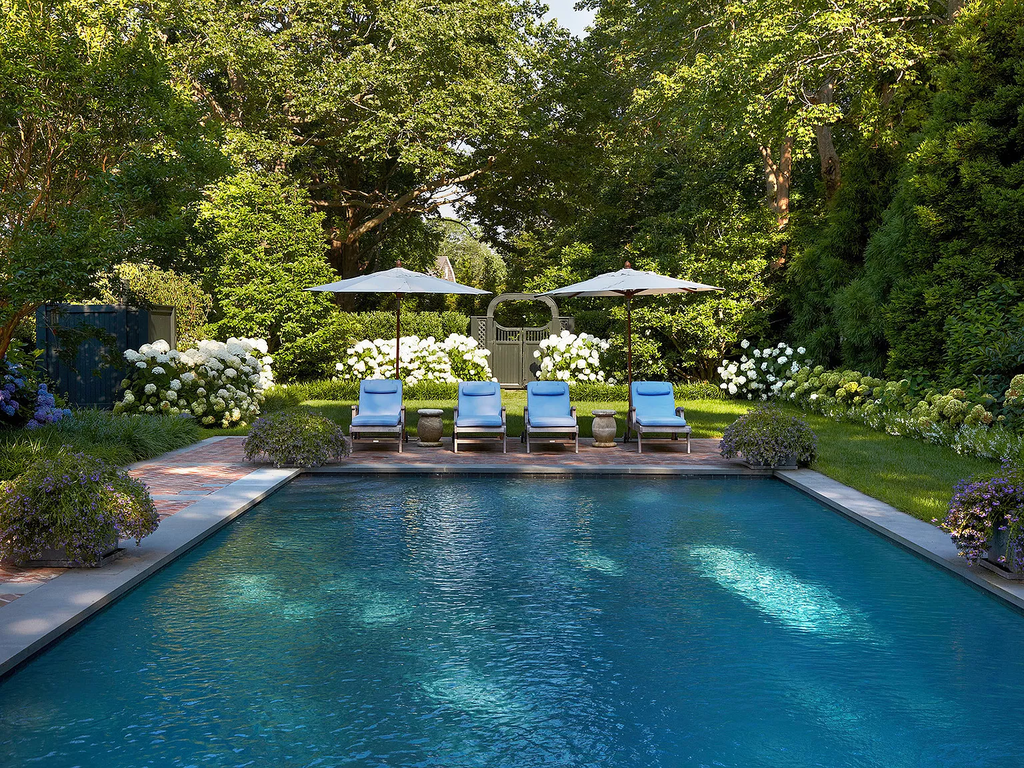 Fabulous Backyard Pool Landscaping Ideas You Never Seen Before 23
