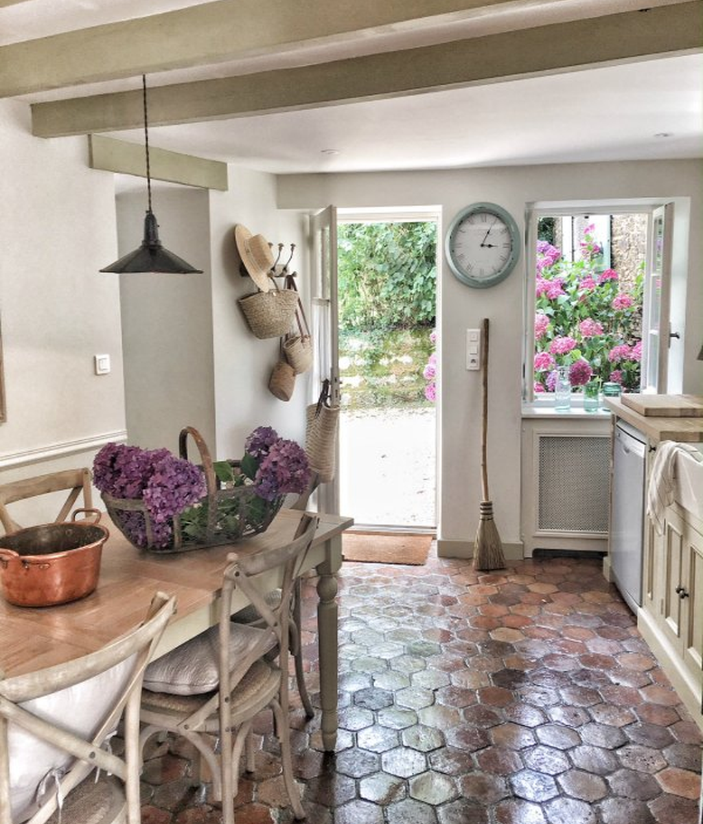 Inspiring Country Kitchen Decor Ideas You Should Copy 06