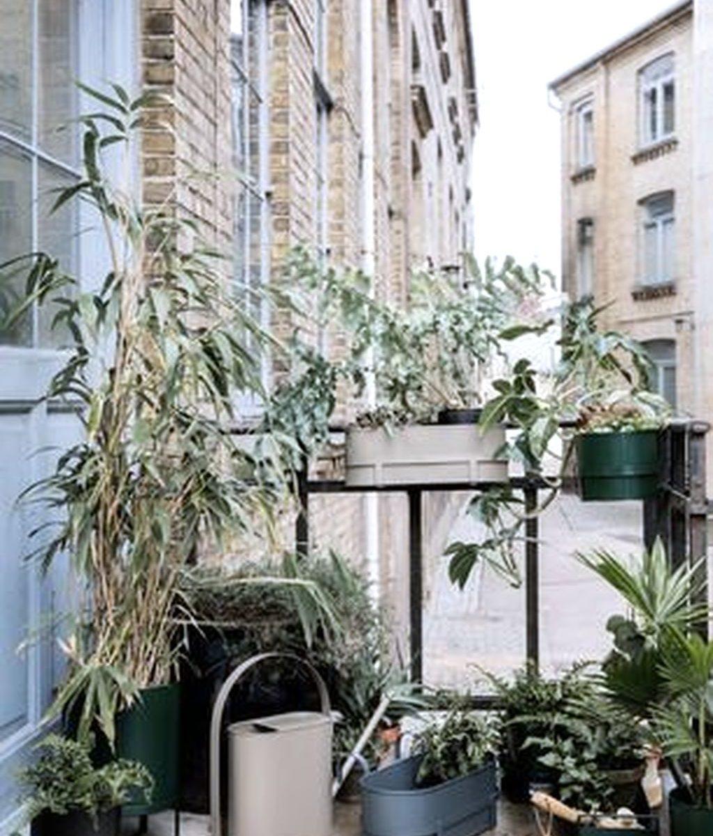 Stunning Apartment Balcony Garden Ideas Look Beautiful 04