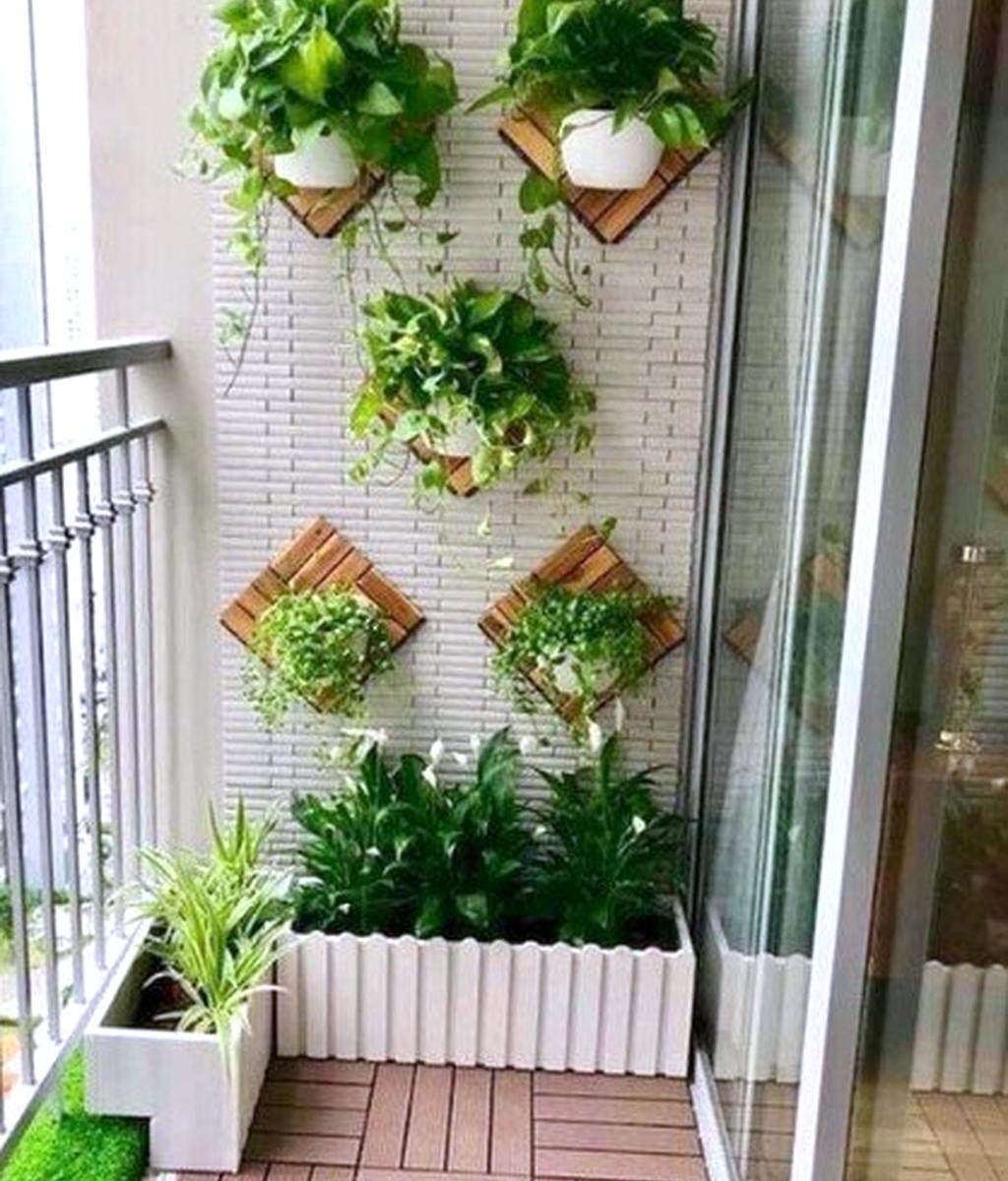 Stunning Apartment Balcony Garden Ideas Look Beautiful 14