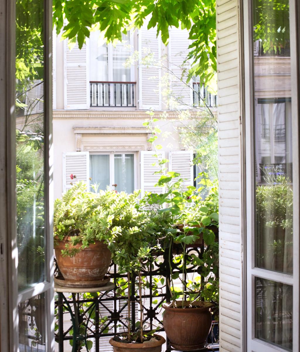 Stunning Apartment Balcony Garden Ideas Look Beautiful 17